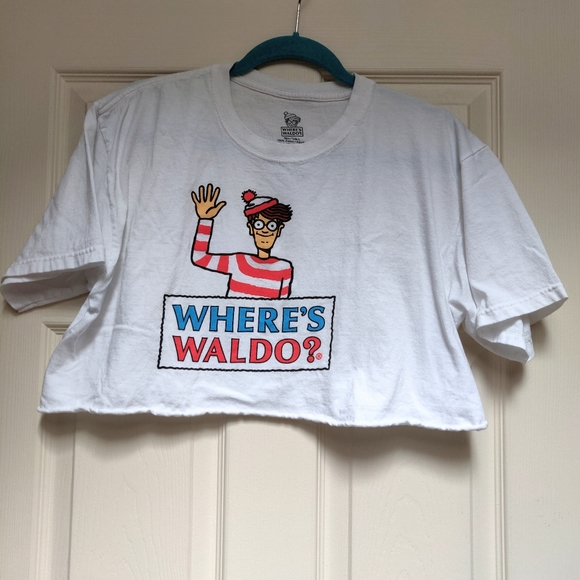 Where's Waldo? Crop Top Graphic Tee Size Large
